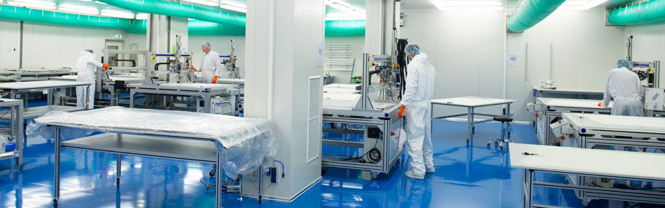 Hotlineplastics - Clean room with CNC wire application machines
